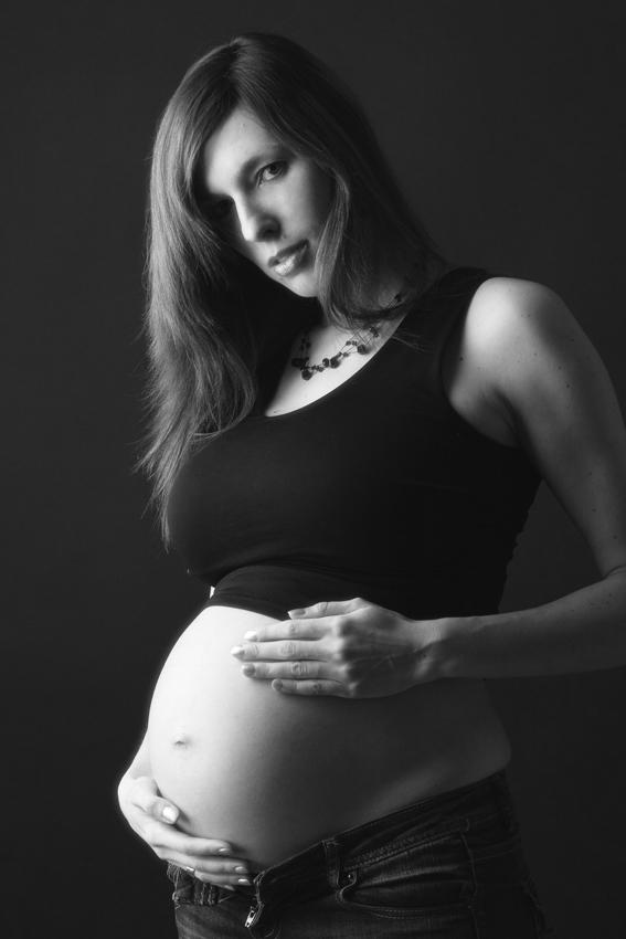 Babybauch-/Schwangerschaftsfoto von KB-Fotografie fotografiert von Kristina Bruns Fotografin in Witten Herbede