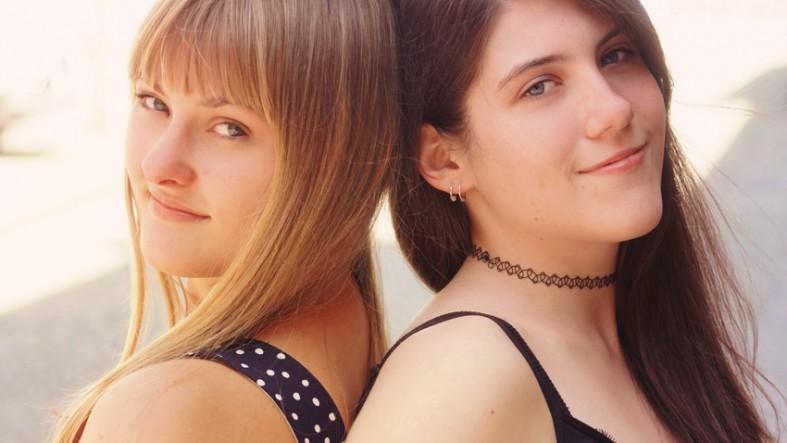 Praktikantinnen Svenja und Chilli fotografiert von Fotostudio Witten - Kristina Bruns