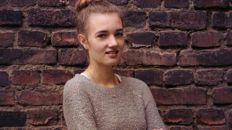 Angelina Becker fotografiert Praktikantin Lena - Fotostudio Witten Kristina Bruns