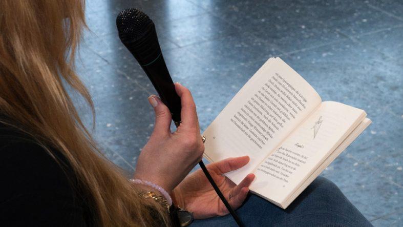 Kinderbuchautorin Katharina E.Volk liest aus ihrem Buch Ruhrzauber - fotografiert von Kristina Bruns - Fotografin mit Fotostudio in Witten
