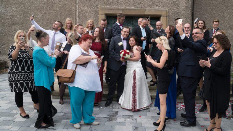 Handys und Hochzeitsfotos fotografiert von Fotostudio Witten - Kristina Bruns