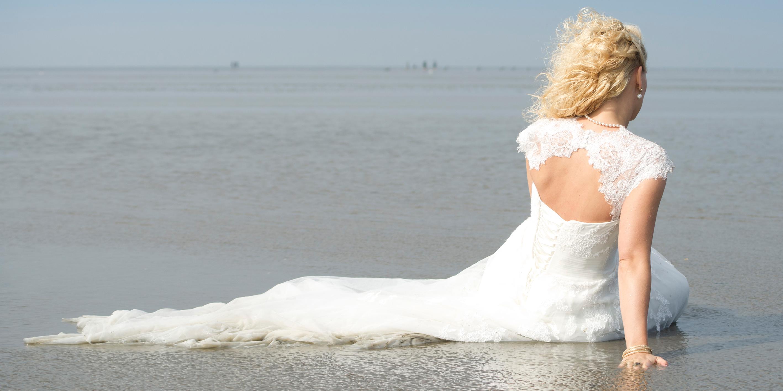 Trash the Dress mit Nicole und Stefan in Cuxhaven. Fotografiert von Fotostudio Witten - Kristina Bruns